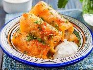 Рецепта Кисели зелеви сарми с кайма и ориз в бял сос от брашно, яйца и кисело мляко